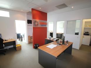 Central Modern Fitted Office - Varsity Lakes