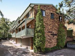 Spacious 3 level townhouse in excellent condition! - Taringa