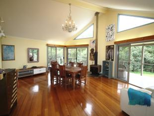 STYLISH, MODERN HOME ON 2.79 ACRES  MINUTES TO WOODFORD! - Delaneys Creek