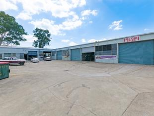167m2* Shed In Business Hub - Bundamba