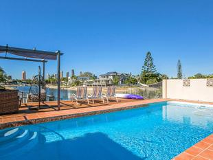 East to Wide Water with Amazing Skyline Views - Broadbeach Waters