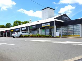 M1 Adjacent Shopping Centre - HOLLYWOOD PLAZA. - Helensvale