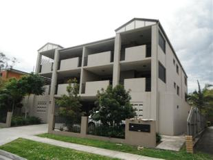Huge Two Bedroom Apartment, with Balconies, Air Cond.. - Clayfield