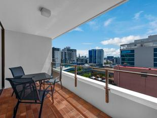Sprawling Two Bedroom Apartment on the City Fringe - Spring Hill