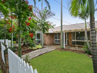 Low Set Home in a Convenient Position - Oxley