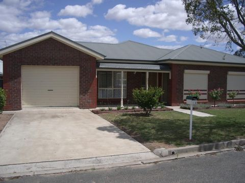 Bordertown, 10 Benjamin Street