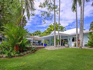 SPECTACULAR LAKESIDE LIVING - Port Douglas