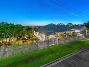 Fantastic Two Level Family Home - 607m2 - Wilston