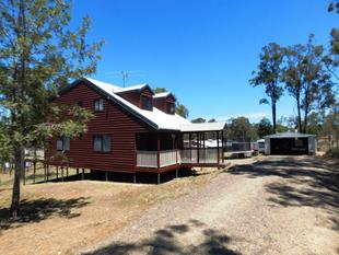 WELCOMING, UNIQUE AND LOADS OF CHARACTER - Nanango