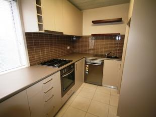 Modern two Bedroom Unit - Sure to Impress - Queanbeyan