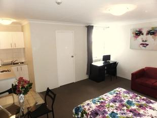 Large Furnished Studio Unit - Close to CBD - Transport at your Door - Potts Point