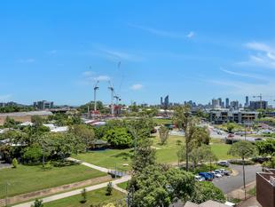 Brand New, Secure, City and Park Views! - Greenslopes