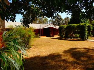 ''SUNNY RIDGE'' 9 ACRES OF STUNNING GARDENS AND  VIEWS - Kingaroy