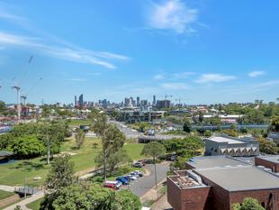 Brand New, City and Park Views! - Greenslopes
