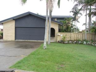 WATERFRONT HOME WITH POOL - PETS CONSIDERED - Broadbeach Waters