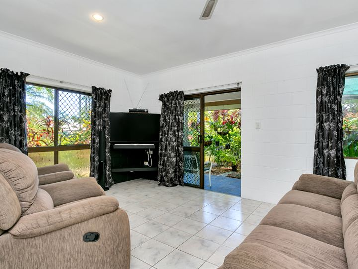 7 Flora Close, Clifton Beach, QLD