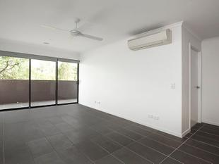FOUR WEEKS FREE RENT!! 2 Bed, 2 Bath, 2 Car, Massive Balcony! - Greenslopes