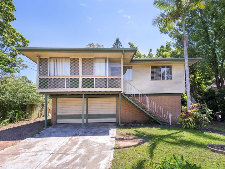19 Ash Avenue, Woodridge, QLD