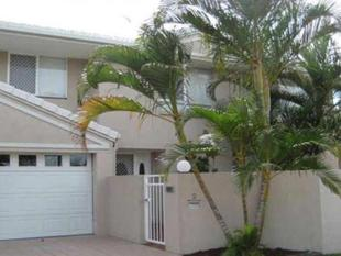 SPACIOUS FULLY FURNISHED 3 BEDROOM, 2 BATHROOM TOWNHOUSE - Chevron Island