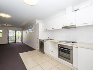 Modern 3 Bed Townhouse with Balcony & A/C - 1 WEEKS FREE RENT - Carseldine