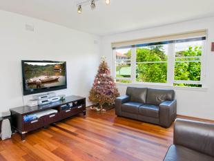 Three Bedroom Apartment with Lock-up Garage in Ideal Beach Location - Coogee