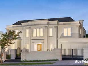 Grand architectural perfection on 936 square metres - Balwyn North
