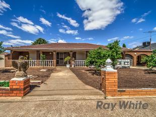 LARGE HOME ON A DOUBLE BLOCK - Melton