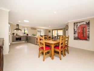 IMMACULATE & SECURE FAMILY HOME CLOSE TO PARK - Baldivis