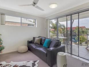 PRICE REDUCED! Live in or Invest in this Top Floor Apartment close to the Broadwater! - Labrador