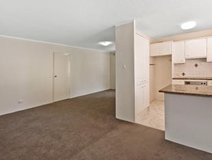 MODERN & LARGE 2 BEDROOM APARTMENT - Lane Cove