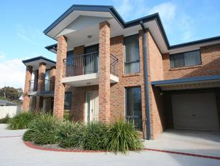 A Cut Above The Rest - Three Bedroom Townhouse. - Queanbeyan