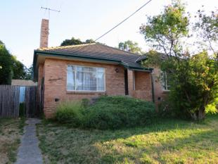 ALL YOU HAVE TO DO IS MOVE INTO THIS HOME ( Semi Furnished) - Malvern East