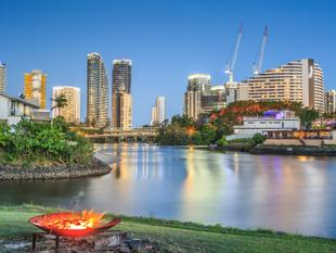 Point Position on Wide Water with D.A. for Luxury Villas - Broadbeach Waters