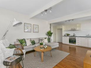 Low Set, Stylish and Private - Yeronga
