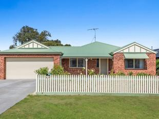 LIVING MADE EASY BEHIND THE PICKET FENCE - Bannockburn