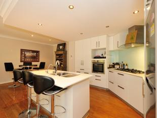 FABULOUS TOWN HOUSE - Rockingham