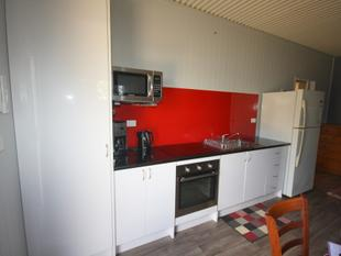 Brand new fully furnished unit - Mundubbera