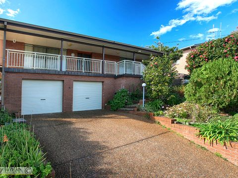 Forster, 60 Lakeview Crescent