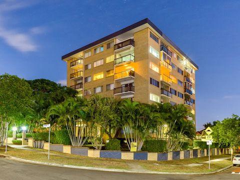 East Brisbane, 2/1 Lomond Terrace