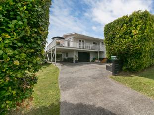 Top Location, Privacy & Views on 809m2 - Glen Eden