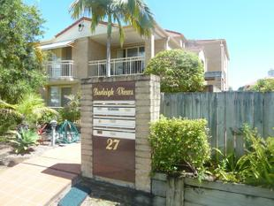 Walk to James Street and Beach - Burleigh Heads