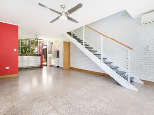 On-trend modern style townhouse, walking distance to the beach - Fannie Bay