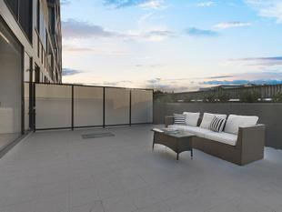 Near new 3bedder 160m2 of living space - Dee Why