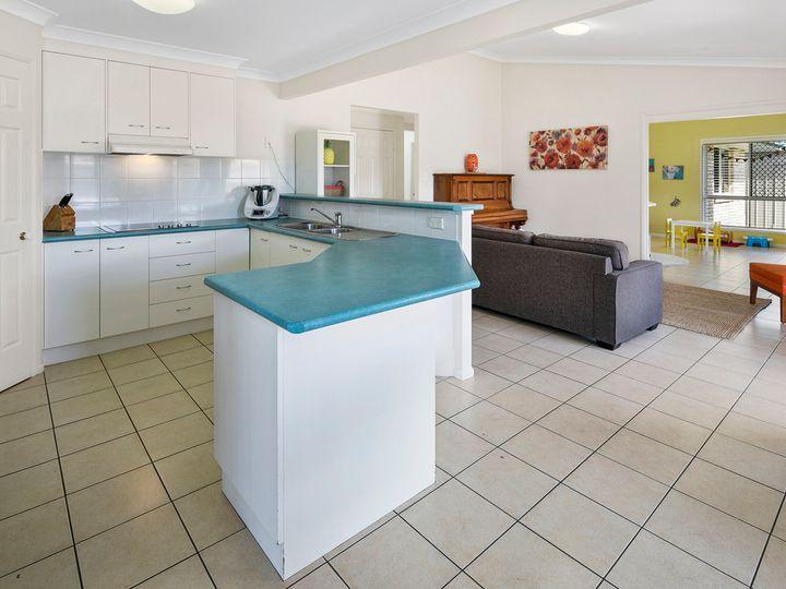 1 Pentland Close, Birkdale, QLD