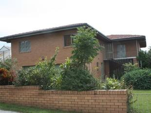 Large Two Storey Home In The Perfect Location! - Newtown