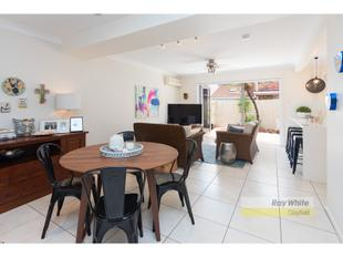 Enjoy Life & Clayfield Convenience - As New, Large Quality Townhouse - Clayfield