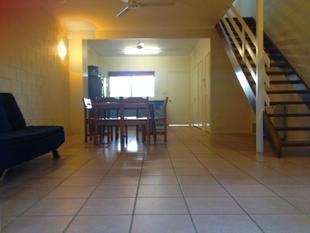 2 BEDROOM FURNISHED UNIT WITH PRIVATE COURTYARD - Cannonvale