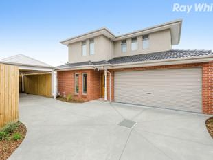Brand New, Lush Residence with Family Edge - Scoresby