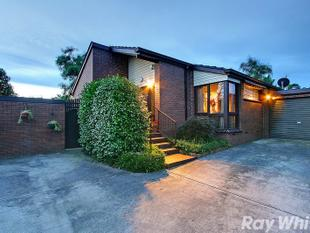 Modern Home Within Walking Distance to Ferntree Gully Station - Ferntree Gully