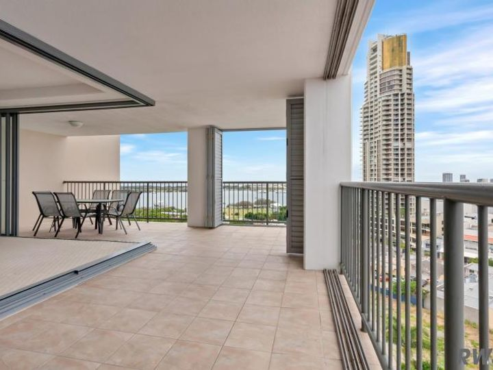 230/105 Scarborough Street, Southport, QLD